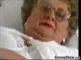 chubby-glasses-granny-masturbation